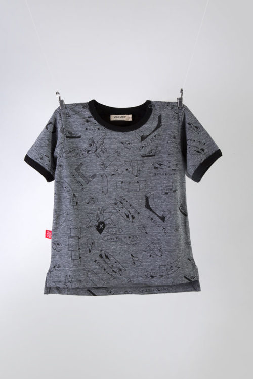 playera color gris de manga corta estampada a mano